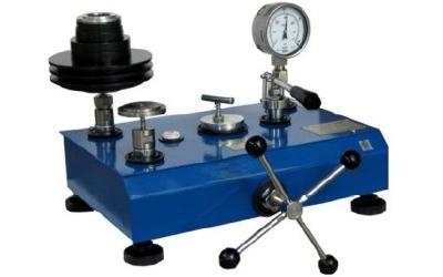 Pressure calibration bench